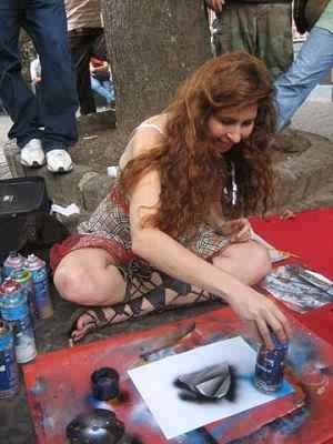 alisa-amor-spray-paint-art